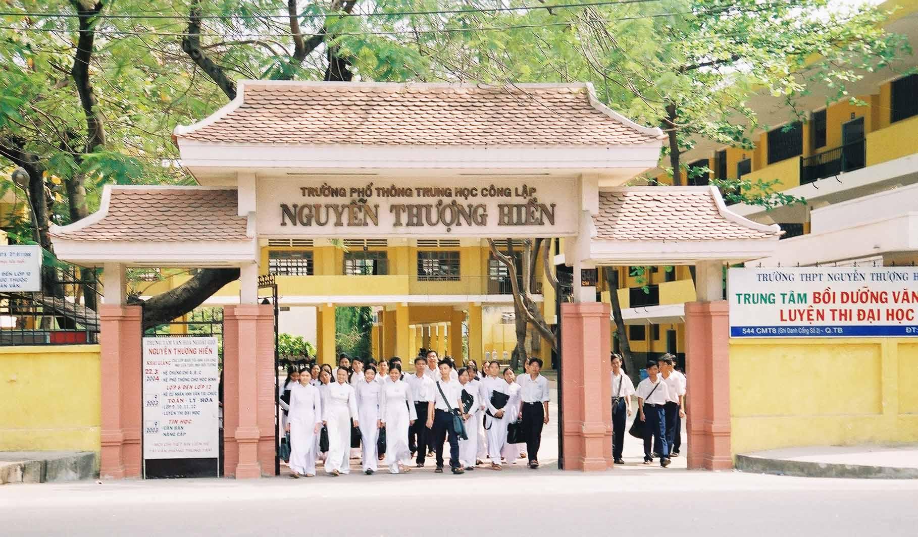 Cổng trường THPT Nguyễn Thượng Hiền - Tp Hồ Chí Minh